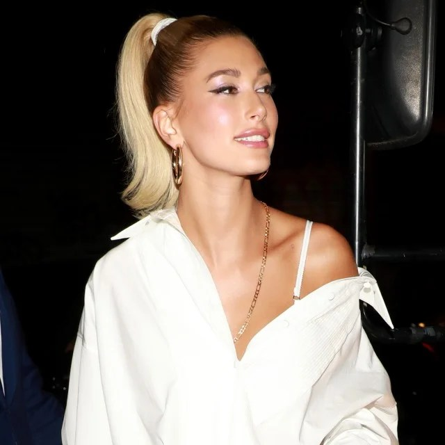 Hailey Baldwin in 8 Other Reasons chain necklace