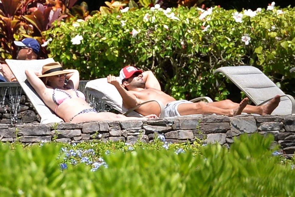 Britney Spears Sam Asghari Hawaii
