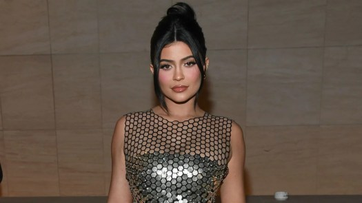 Kylie Jenner Claps Back at Body Shamers Who Say She Looked ...