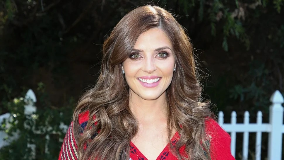 Why Hallmark Star Jen Lilley Thinks 'Mingle All the Way ...