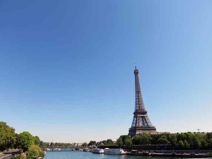 Tour Eiffel, Paris expositions universelles 2015 ©Etpourtantelletourne.fr