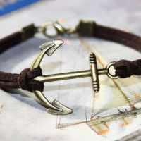 Bracelet en cuir avec ancre marine