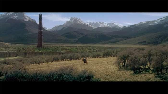"""Isengard © copie d'écran tirée du film """"Le Seigneur des anneaux : la communauté de l'anneau"""" de Peter Jackson / New Line Cinema"""