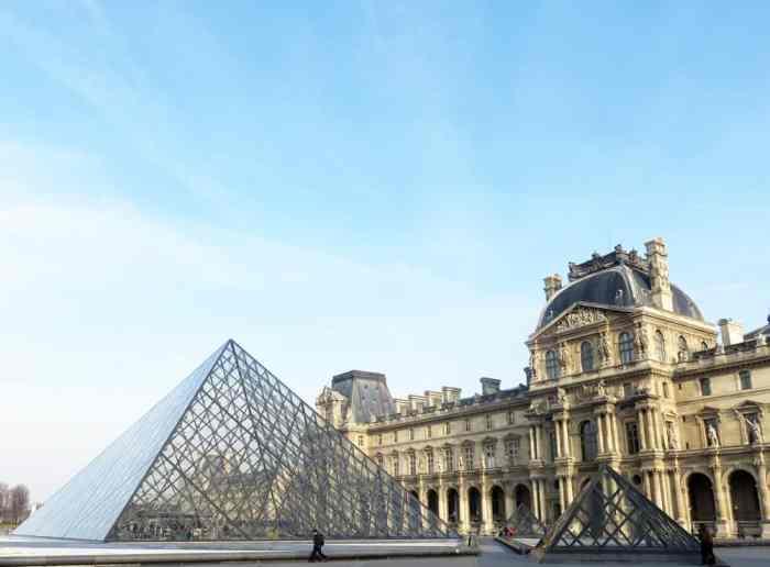 Balade autour du Louvre 2016 - Pyramide du Louvre ©Etpourtantelletourne.fr