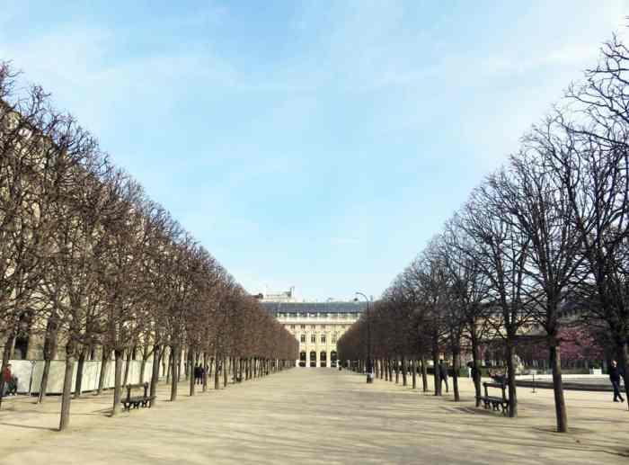 Balade autour du Louvre - jardin du Palais Royal 2016 ©Etpourtantelletourne.fr