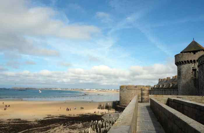 Saint-Malo remparts 2017 ©Etpourtantelletourne.fr