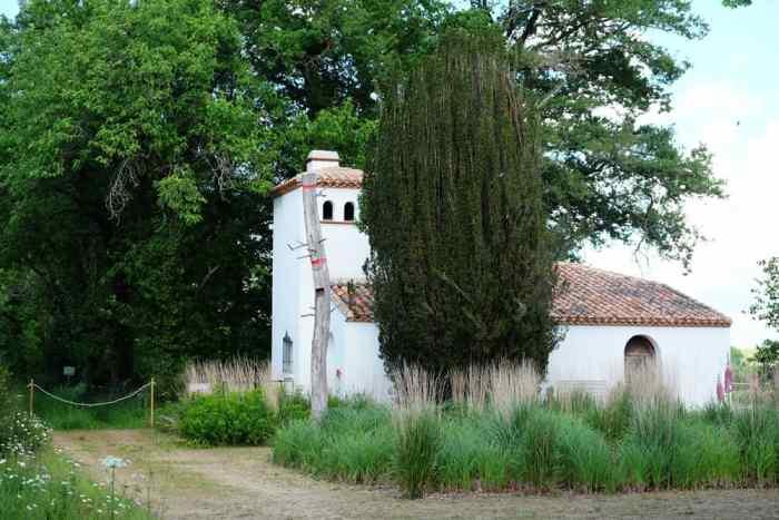 La maison du lac de Grand Lieu en Loire Atlantique et le pavillon Guerlain ©Etpourtantelletourne.fr