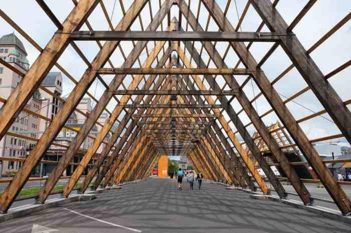 Balade sur le quai du port d'Oslo ©Etpourtantelletourne.fr
