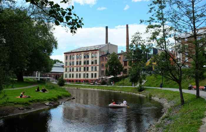 Promenade le long de la rivière Akerselva à Oslo ©Etpourtantelletourne.fr