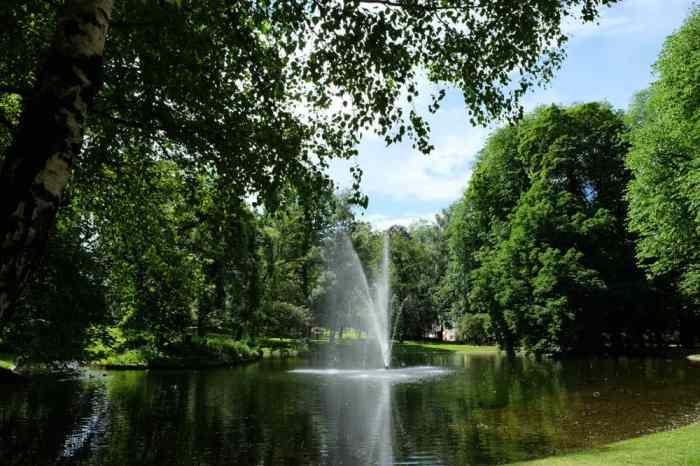 Visite des jardins du palais royal d'Oslo ©Etpourtantelletourne.fr