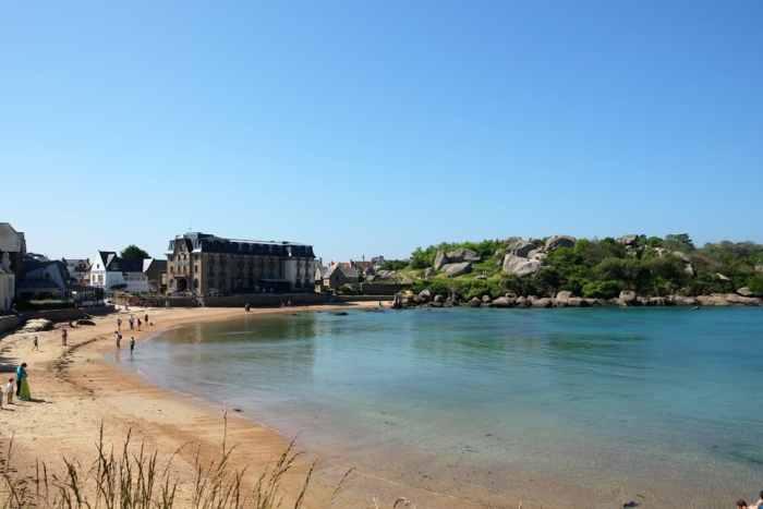 Côte de Granit Rose plage Saint-Guirec ©Etpourtantelletourne.fr