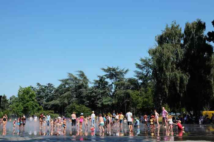 Mirroir d'eau à Nantes ©Etpourtantelletourne.fr