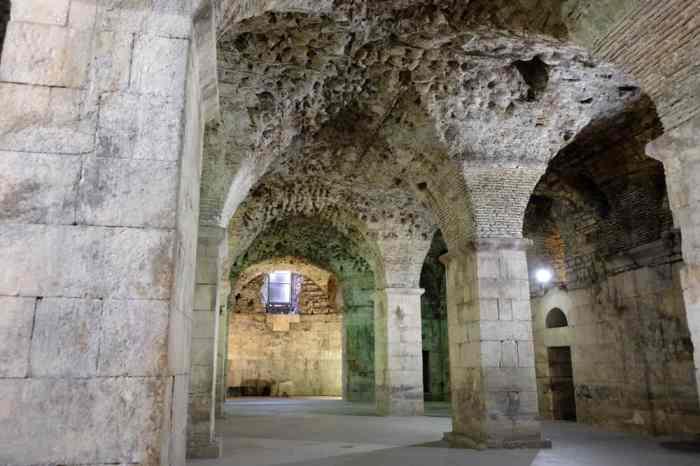 Visiter Split en Croatie les sous sols du palais de Dioclétien ©Etpourtantelletourne.fr