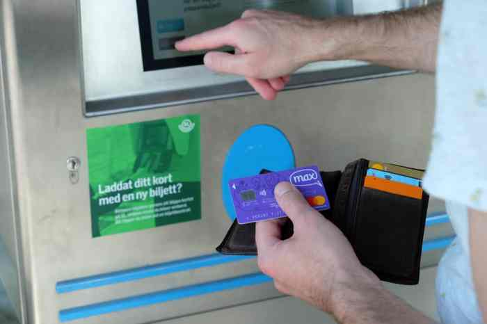 Carte MAX sans frais bancaire à l'étranger // ©etpourtantelletourne.fr