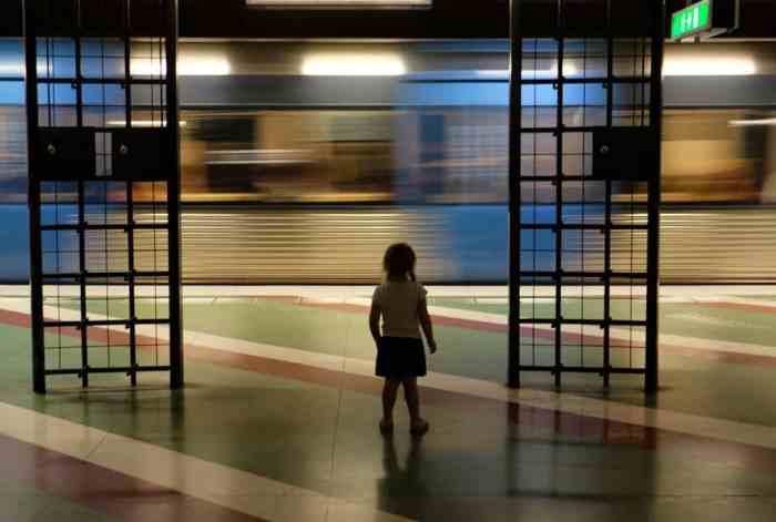 Prendre le métro à Stockholm // ©etpourtantelletourne.fr
