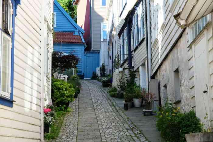 Balade dans les ruelles du quartier de Nordnes à Bergen  ©Etpourtantelletourne.fr