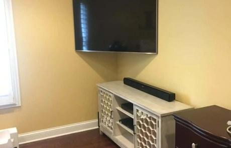 Articulating tv wall mount in corner of bedroom-Etronics of Illinois