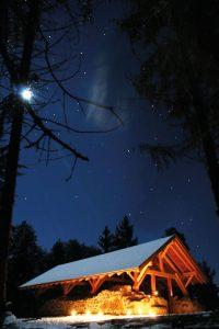 antica chiesa storica di san valentino a salonetto meltina sotto il cielo stellato