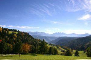 valas e salto in autunno con le dolomiti