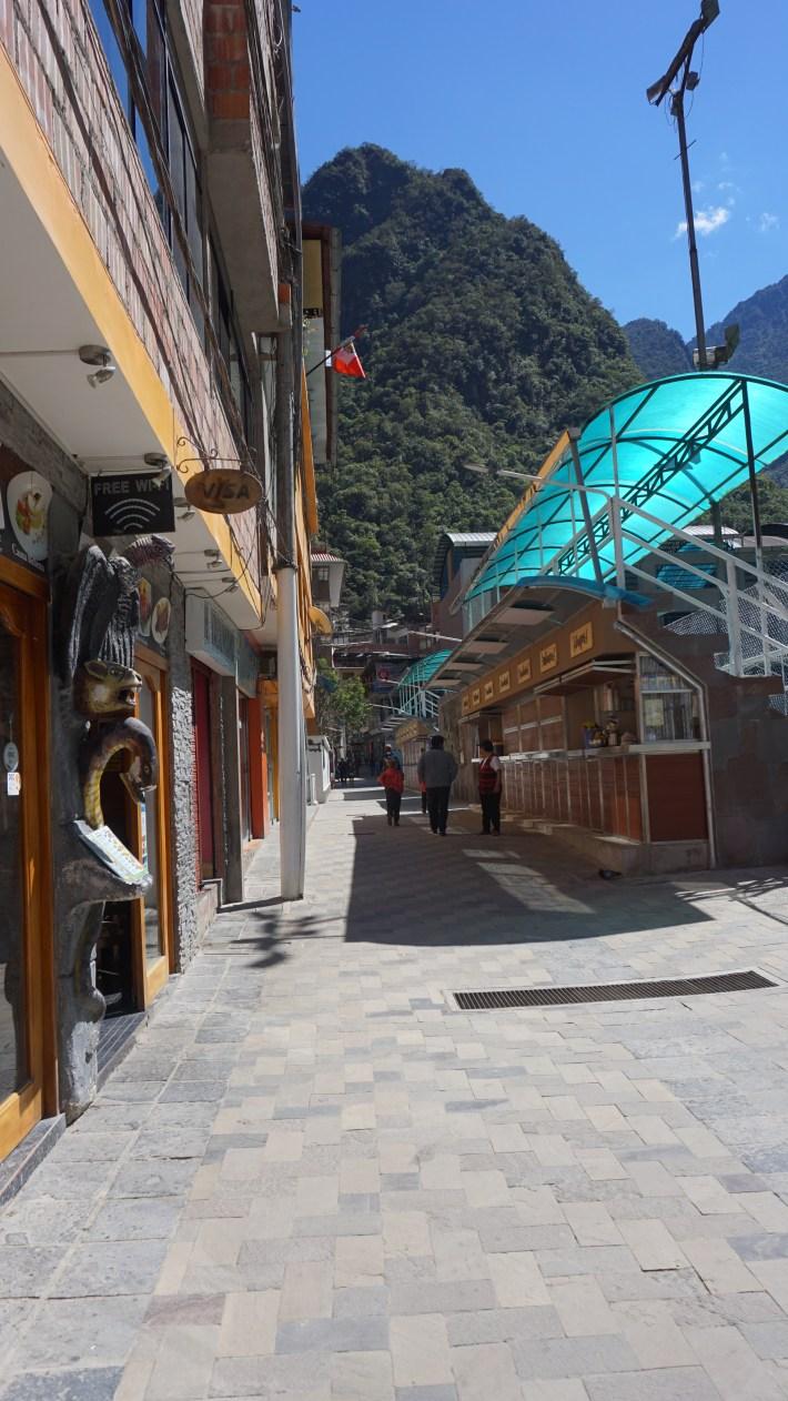 Machu Picchu - La petit rue avec les restos