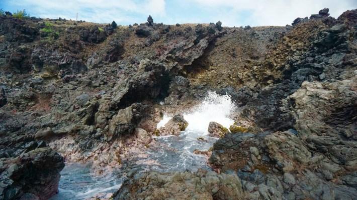 Île de Pâques - À la recherche de Rapa Nui pool - Un trou du souffleur