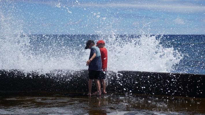 Île de Pâques - À la recherche de Rapa Nui pool - À l'eau