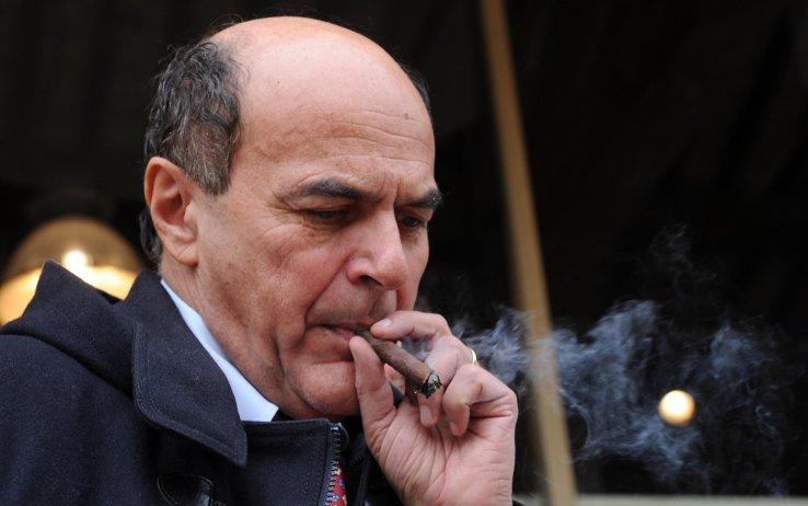 Pier Luigi Bersani mentre fuma(va) il sigaro