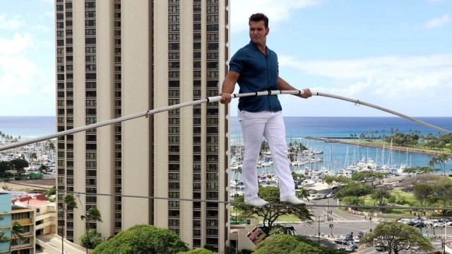 Daredevil completes heart-stopping high-wire walk across Ala Moana Hotel towers