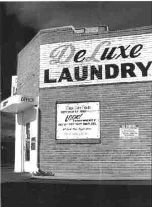 Deluxe Laundry Photo by Laura Etcheto, 2001