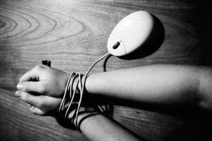 Les ombres obscures de la technologie :  les incidences des systèmes d'intrusion et de surveillance sur les droits de l'homme