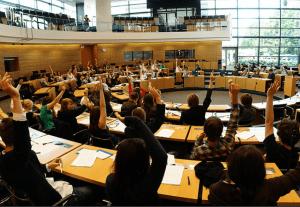 Investir dans la jeunesse : avec le récent débat en plénière du Parlement européen , le corps européen de solidarité est-il réellement lancé ?