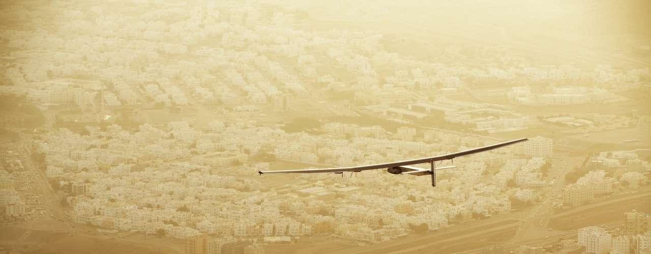 (Cafébabel) Solar Impulse : « Notre monde vit dans le passé »