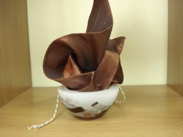 Μπομπονιέρα με Κουφωτό Κερί, Μαντήλι Σατέν Καφέ