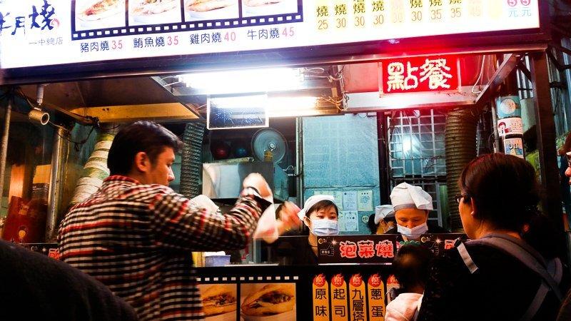 Shaobing snack at Yizhong Street.