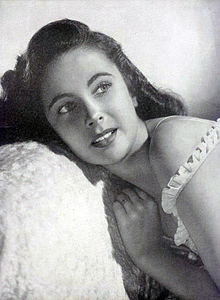 Taylor photographed for Argentinean Magazine in 1947