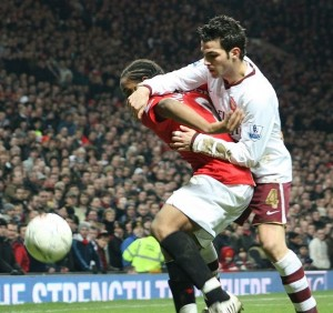 Fàbregas and Anderson of Manchester United in a 2007–08 game