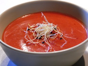 Scientists recommend eating gazpacho as soon as it is prepared. Image: Javier Lastra.