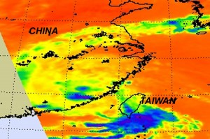 AIRS infrared image captured on Aug. 31 at 1:05 EDT, shows Nanmadol was dissipating quickly over mainland China with the lack of high, thunderstorm clouds (blue). Most of the remnants of Nanmadol are lower, warmer clouds (green). Credit: NASA/JPL, Ed Olsen