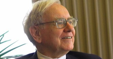 Warren Buffett. Photo by Mark Hirschey, Wikipedia Commons.