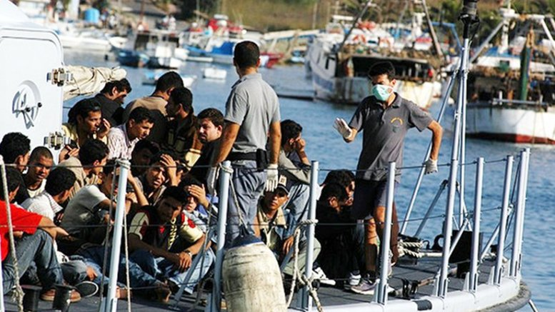 Migrants arriving on the Island of Lampedusa in August 2007. Photo by Sara Prestianni / noborder network, Wikipedia Commons.