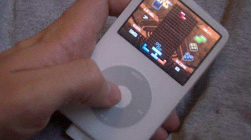 Playing Tetris on iPod. Photo by Dan Taylor, Wikipedia Commons.