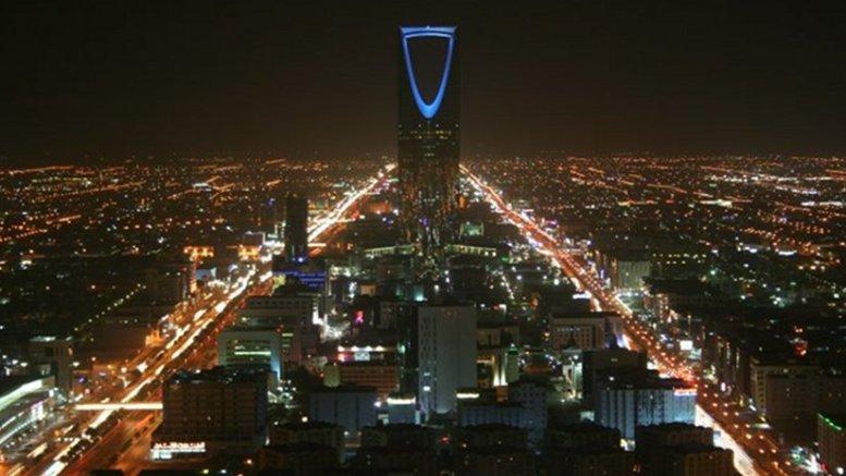 Kingdom Centre, Riyadh, Saudi Arabia. Photo by BroadArrow, Wikipedia Commons.