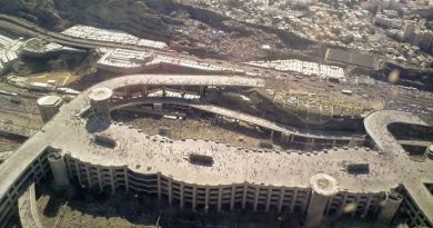 The five-story Jamaraat Bridge in Mina, a few miles east of Mecca, Saudi Arabia. Photo by Omar Chatriwala, Wikipedia Commons.