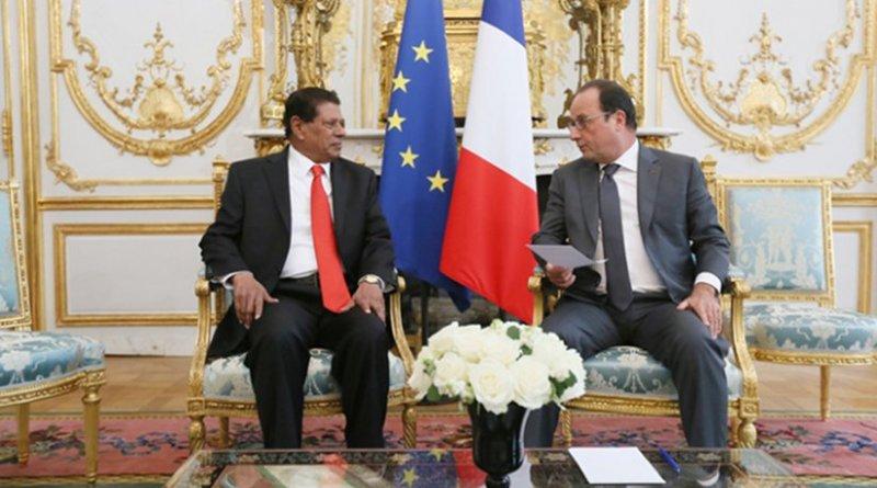 Ambassador of Sri Lanka, Tilak Ranaviraja presents his Letter of Credentials to the President of France François Hollande. Photo Credit: Sri Lanka government