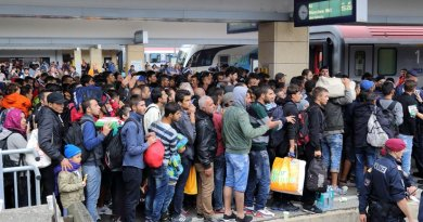 Wien Westbahnhof railway station at 5th September 2015: Refugees on their way to Germany. Photo by Bwag, Wikipedia Commons.