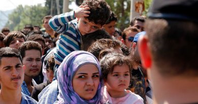 Refugees wait to cross the Greek-Macedonia border, 24 August 2015. Photo Credit: Bundesministerium für Europa, Integration und Äusseres, Wikipedia Commons.