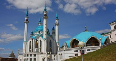 Qolşärif Mosque in Kazan, belonging to Hanafite version of Sunni Islam is one of the largest mosques in Russia. Photo by Gontzal86, Wikipedia Commons.