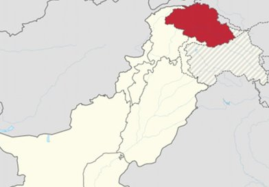 Gilgit-Baltistan is shown in red. Rest of Pakistan is shown in white. The Indian-administered state of Jammu and Kashmir is shown by hatching. Source: Wikipedia Commons.