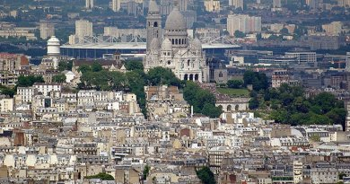 Stade de France visible from central Paris behind the Sacré-Cœur. Photo by Kirua, Wikipedia Commons.
