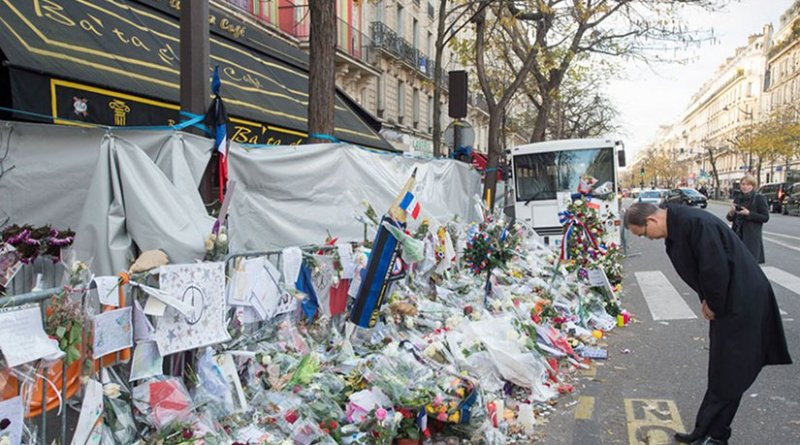 UN Secretary-General Ban Ki-moon pays tribute to the victims of the terrorist attacks in Paris on 13 November. 6 December 2015. UN Photo/Eskinder Debebe